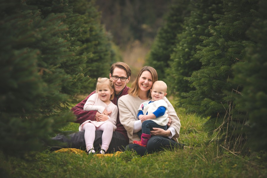 Holiday family photo by Issaquah family photographer