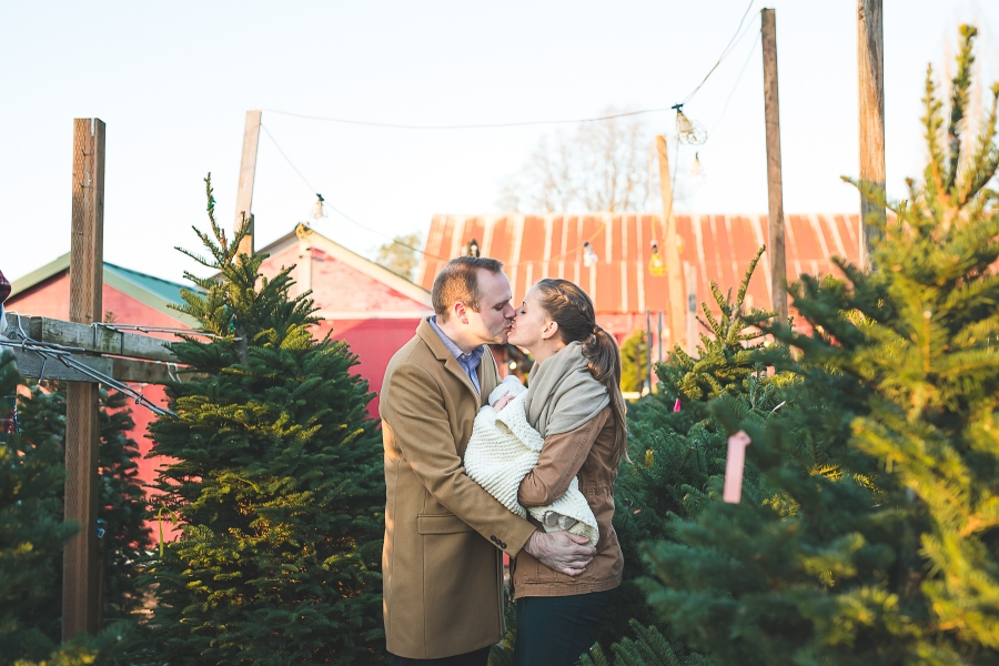 Seattle family photographer Christmas Tree Farm Family Photo